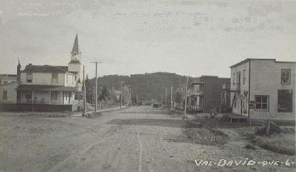Rue de l'église Val-David vers 1940