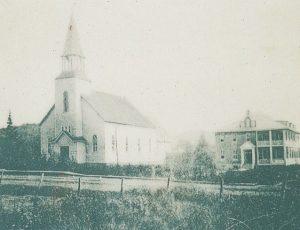 L'Église et le couvent en 1924.