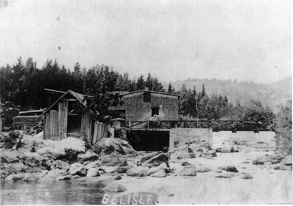 Le moulin Bélisle vers 1910. Photo Archives de la SHPVD.