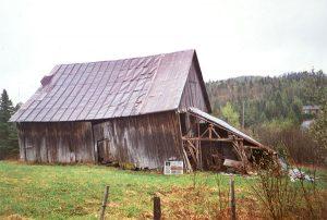 La grange de la maison en 2001. Photo Claude Proulx.