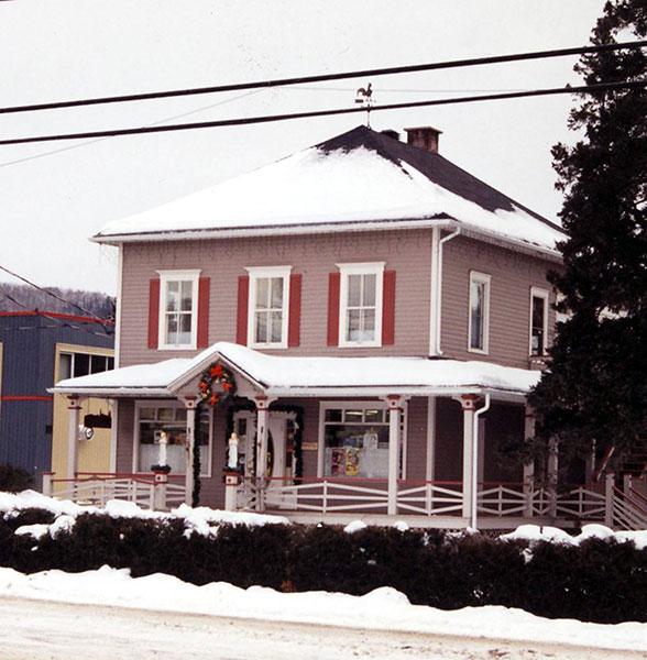 L'ancien presbytère en 2000. Photo Sonia Paquin.