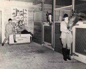 Vernon Cardy et les jumelles dans son ranch à Val-David